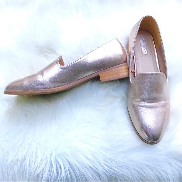 9d592784563 Forever 21 Shoes - Forever 21 • Metallic rose gold loafers